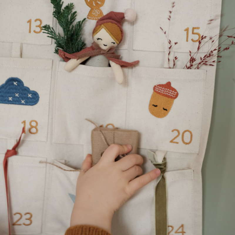 Fabelab_Wall Calendar – Embroidered 2